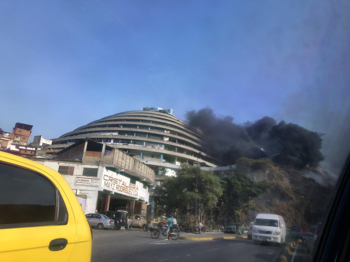 Reportan incendio en las adyacencias de El Helicoide este jueves
