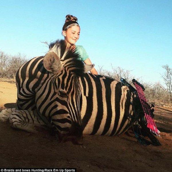 Indignación por fotos de niña cazadora con animales muertos