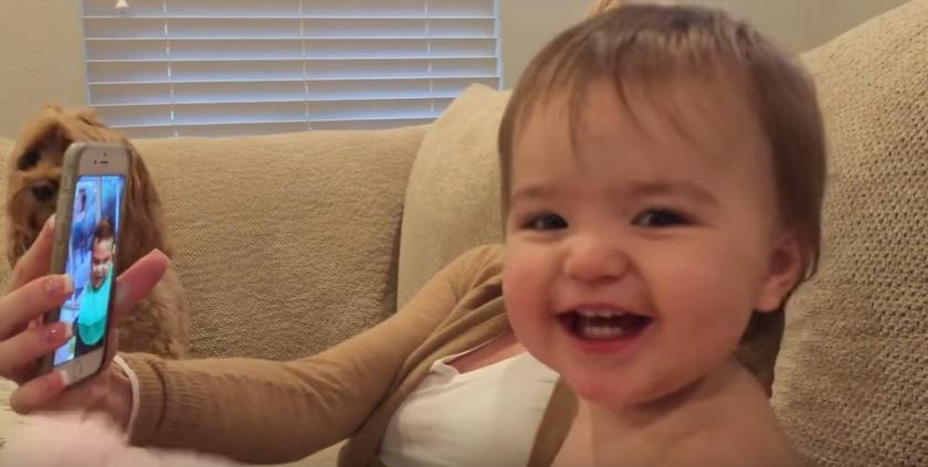 Una tierna conversacion entre dos bebes por video llamada