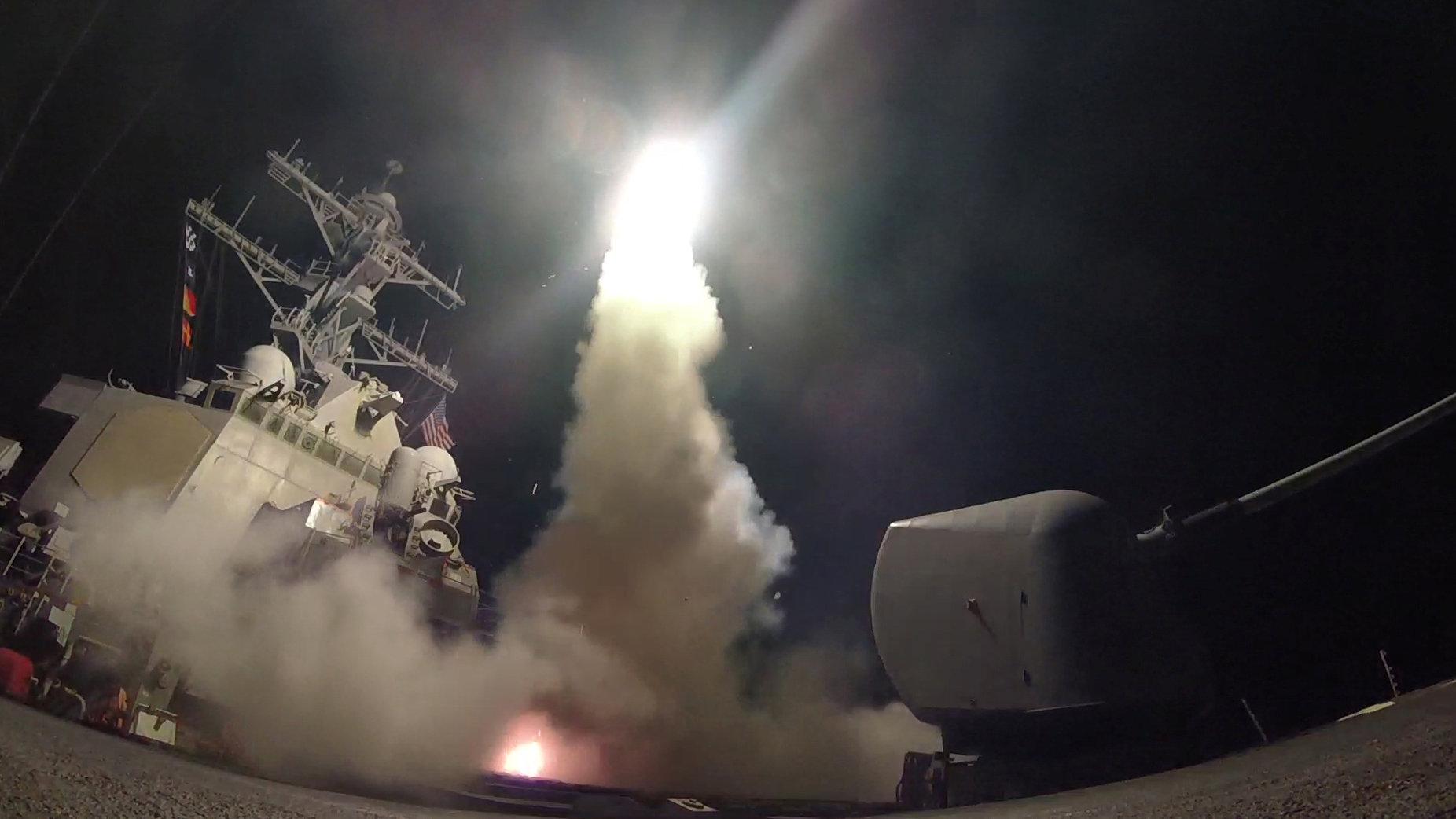 ¿Qué se sabe sobre la base siria atacada por Estados Unidos?