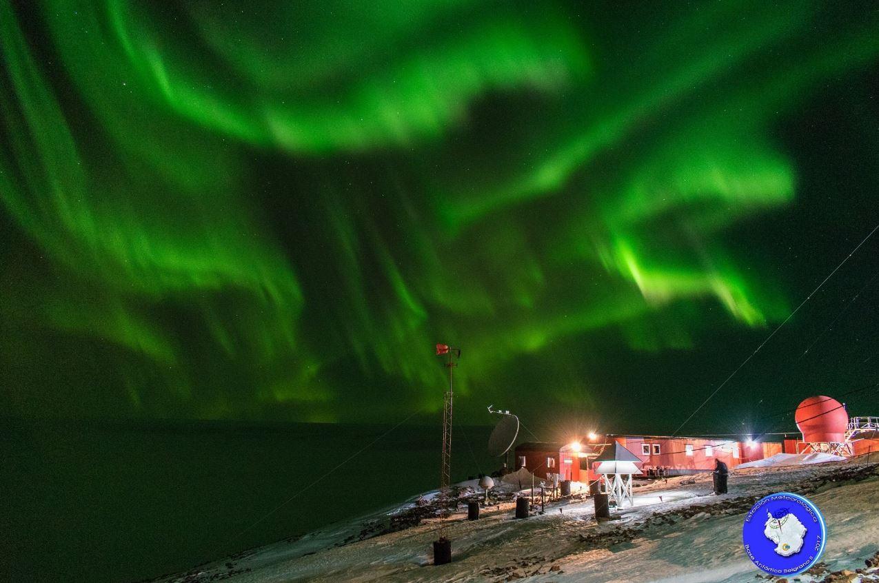 Espectaculares imágenes de la aurora austral en la Antártida Argentina
