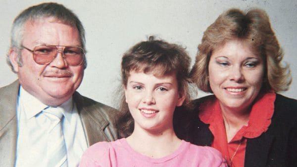 Charlize Theron confesó que su madre mató a su padre