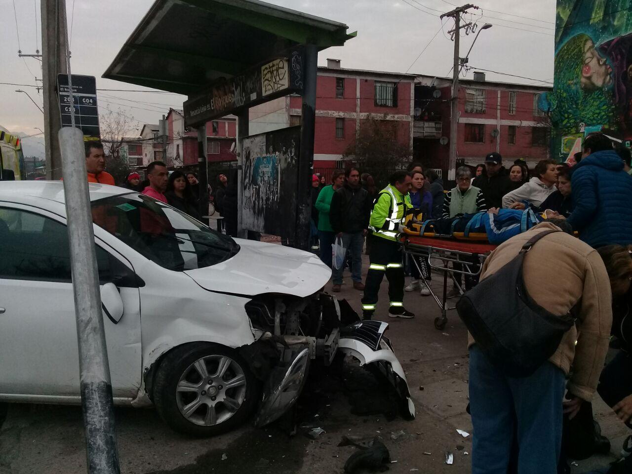 Cinco personas fueron atropelladas en paradero del Transantiago