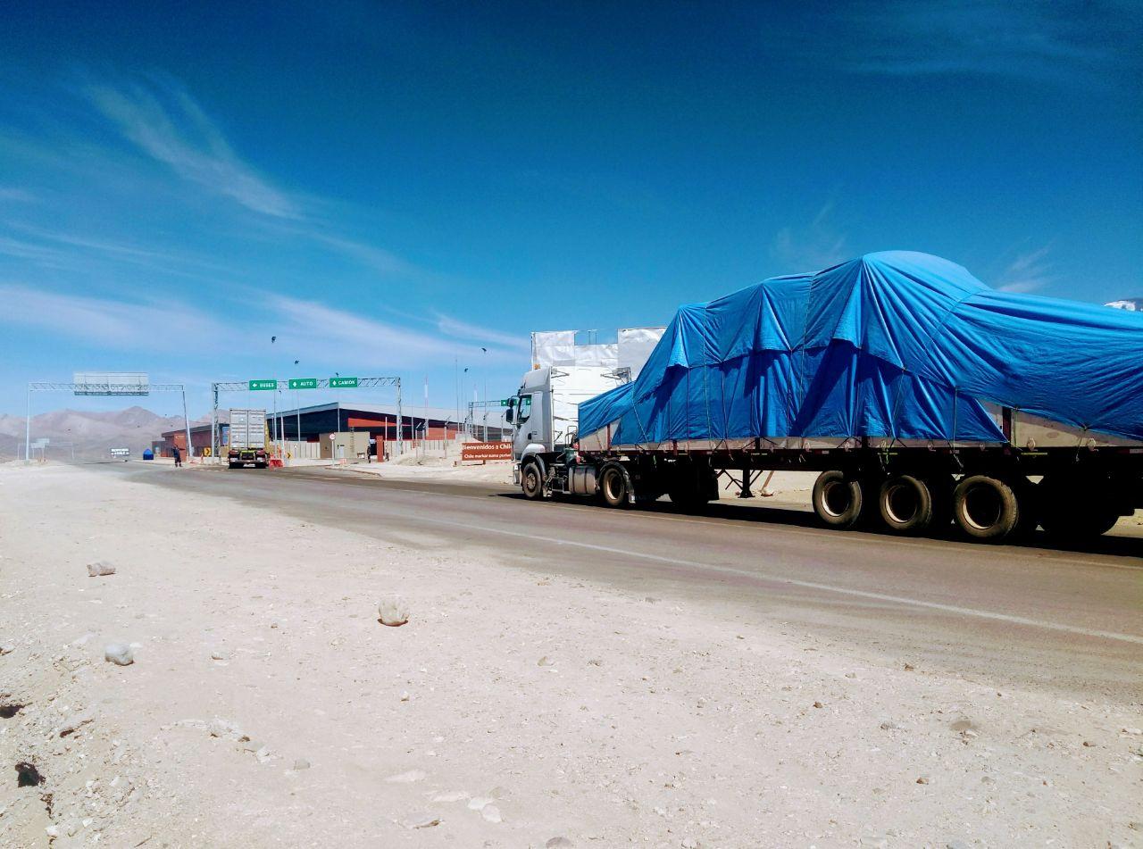 Papamóvil que será usado en Iquique cruzó el paso Chungará