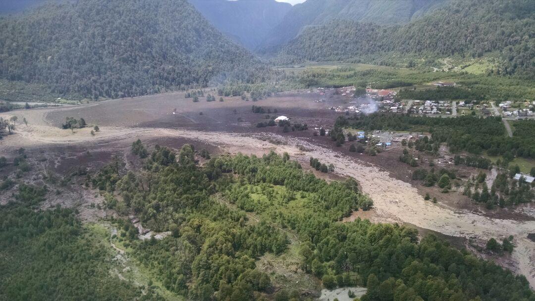 Aluvión e incendio en Chaitén dejan un carabinero desaparecido