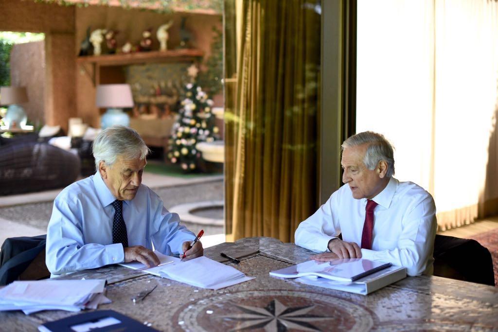 Piñera revisa política exterior de Chile con canciller de presidenta Bachelet