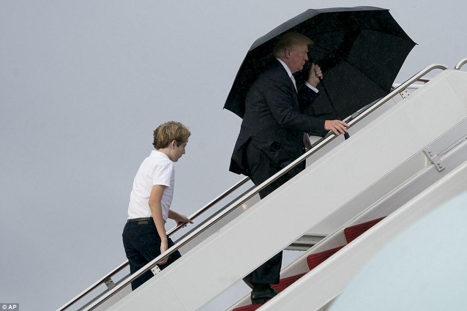 El desafortunado gesto de Trump con su familia se vuelve viral