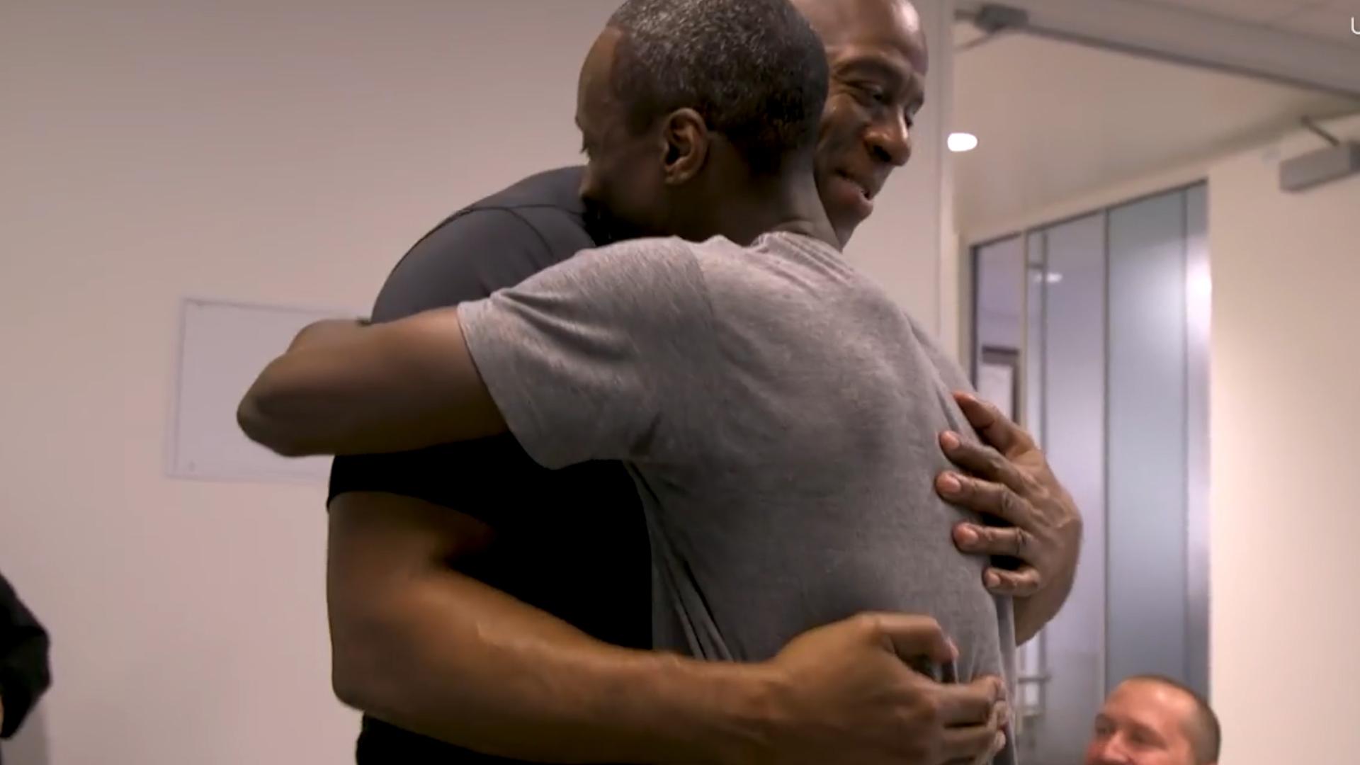 #VIDEO Debuta en la NBA con 32 años de edad