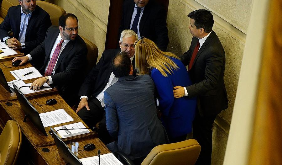 El diputado Urrutia incendia la Cámara y aglutina a la oposición