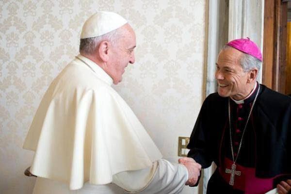 AICA: El Papa aceptó la renuncia de tres obispos chilenos