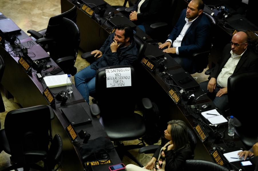 Organizaciones políticas protestaron en respaldo al diputado Juan Requesens