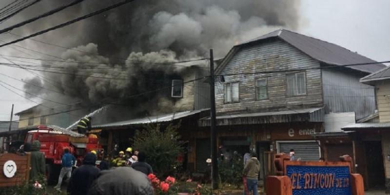 [VIDEOS] Violento incendio consume más de diez viviendas en Panguipulli
