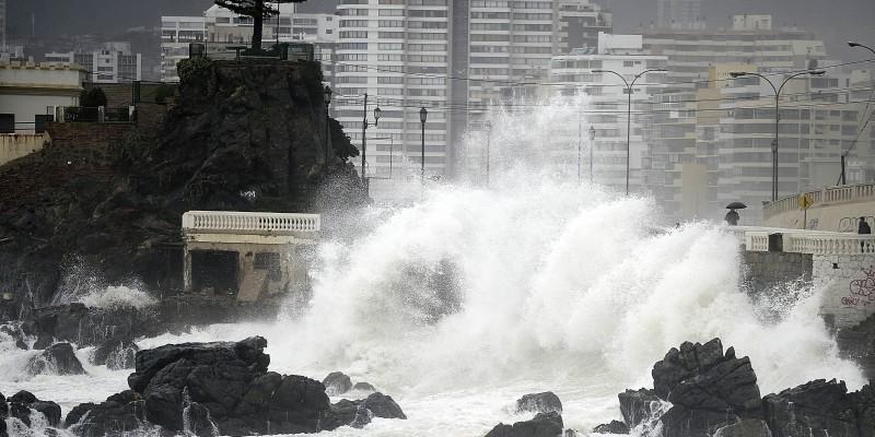 Armada emite un aviso especial por marejadas en el borde costero de Chile