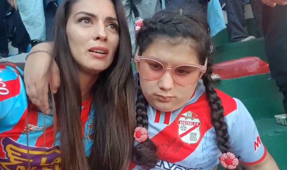 Mamá relata a su hija ciega el gol del Ascenso del Arsenal