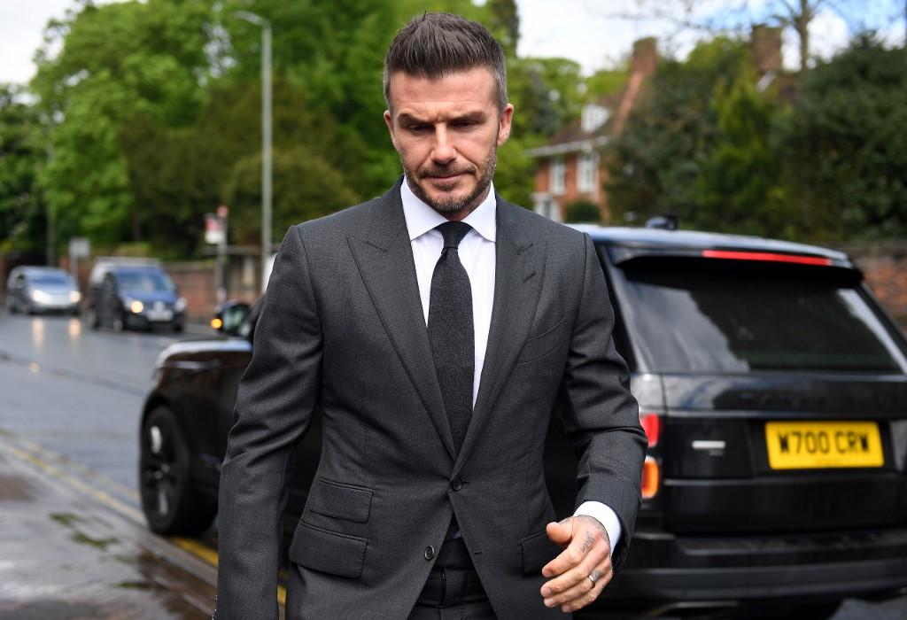 cfd8039fa Beckham, que apareció vestido con un traje y una corbata gris, fue  castigado con seis puntos de penalización por la jueza Catherine Moore, ...